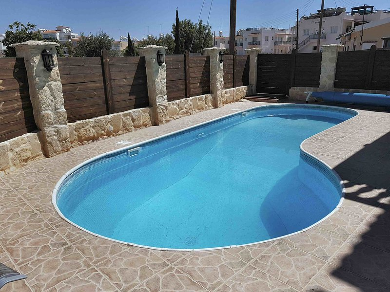 Kato Paphos 3-bedroom Villa with Private Pool, holiday rental in Geroskipou