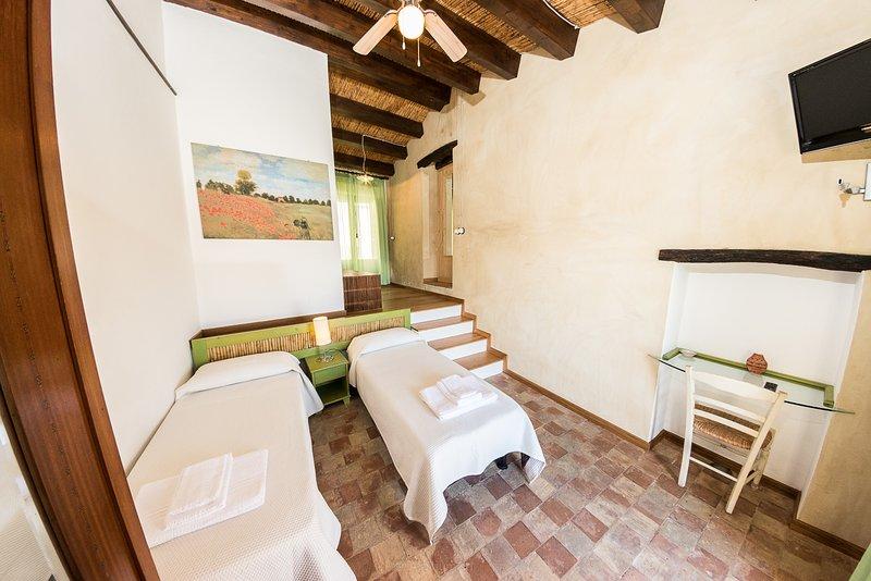Case al Borgo-Agira Centre-Home Relais- Casa Leonardo Sciascia, holiday rental in Nicosia