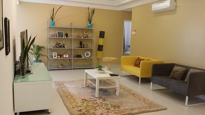 Family Suite DESA TEBRAU IKEA AEON TESCO HERO, holiday rental in Taman Molek