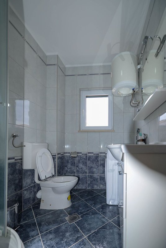 A2 Stanko (4+1): bathroom with toilet