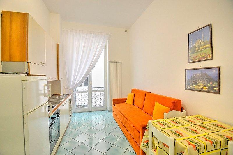 Vietri sul Mare Villa Sleeps 4 with Air Con and WiFi - 5608751, holiday rental in Benincasa