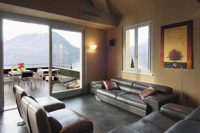 Contemporary sitting area