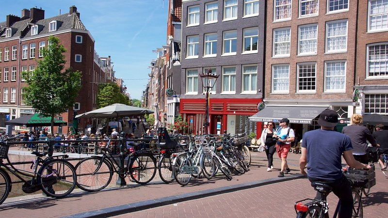 with the Prinsengracht and Anne Frank house just around the corner