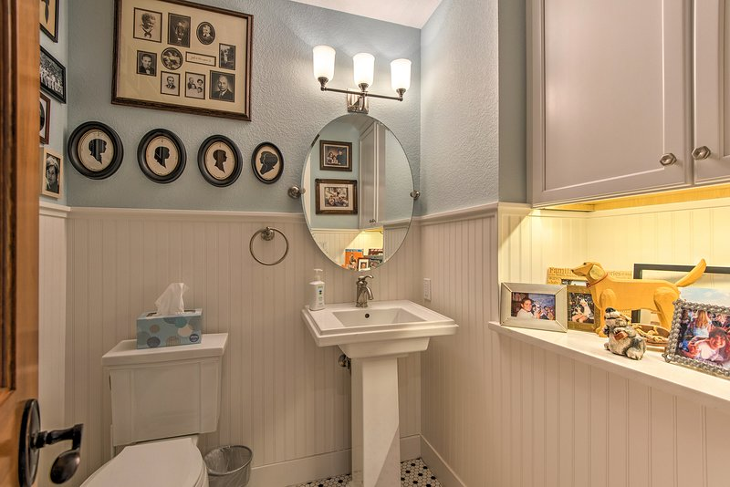 Freshen up in this well-decorated half bath.