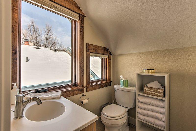 Enjoy the added luxury of this en-suite bathroom!