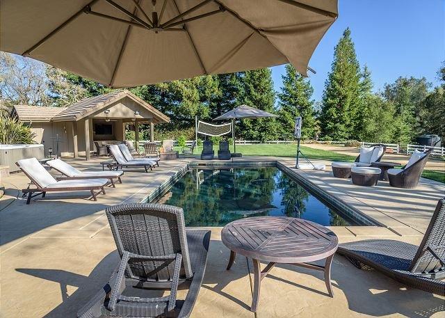 Wine Country Retreat -- Luxury Pool, Spa, Volleyball, Bocce, & More, alquiler de vacaciones en Atascadero