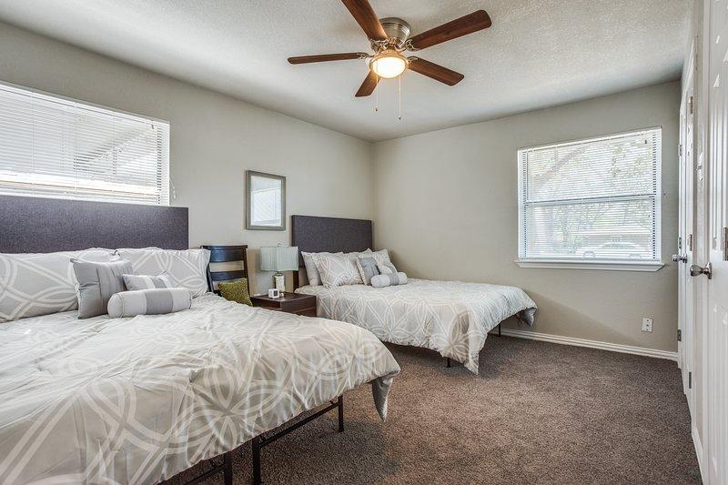 Bedroom 2 - 2 Queen Beds