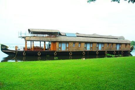 Kerala Houseboat 4, vacation rental in Kainakary