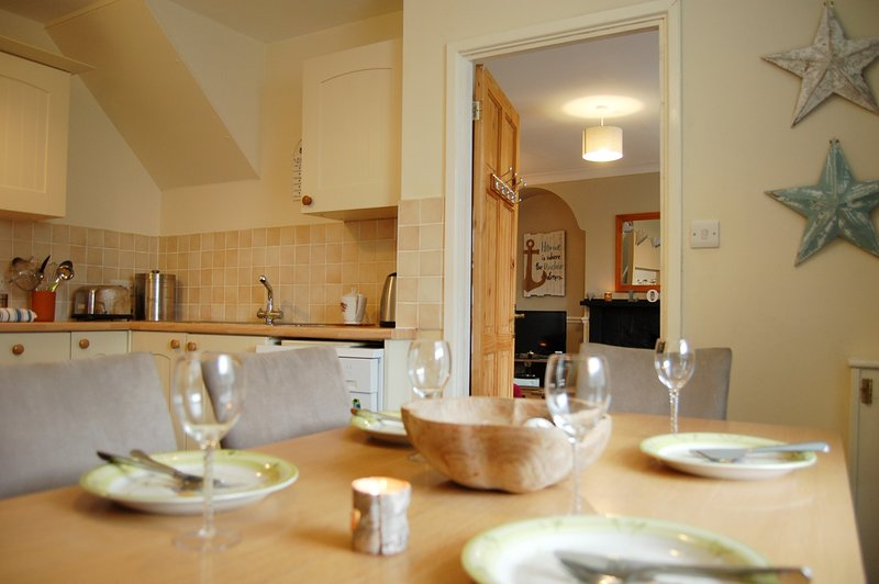 AELFOR COZY COTTAGE NR THE BEACH - Barmouth, holiday rental in Barmouth