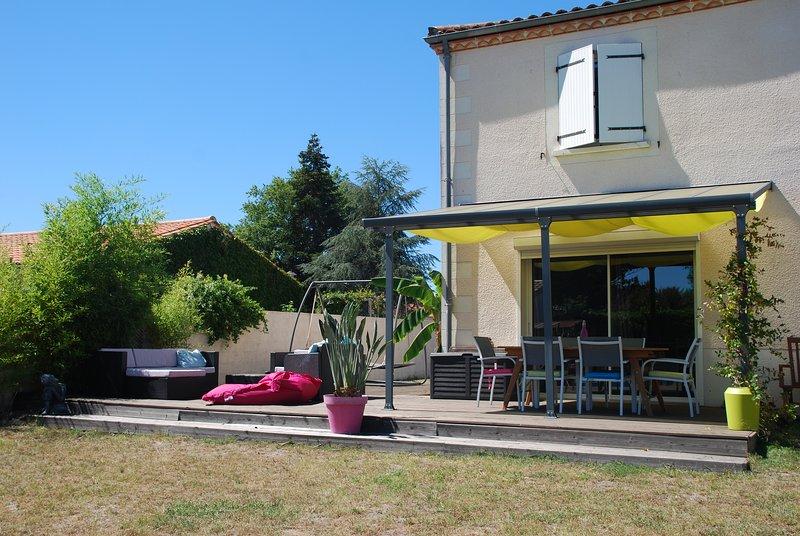 Grande maison familiale entre Bordeaux et l'océan, casa vacanza a Arsac