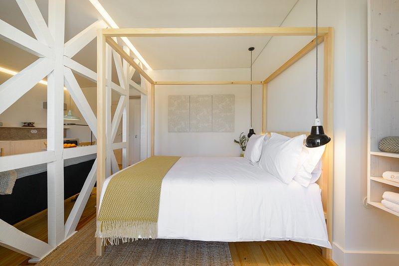 Dona Graca Lisbon Apartments, vacation rental in Barreiro