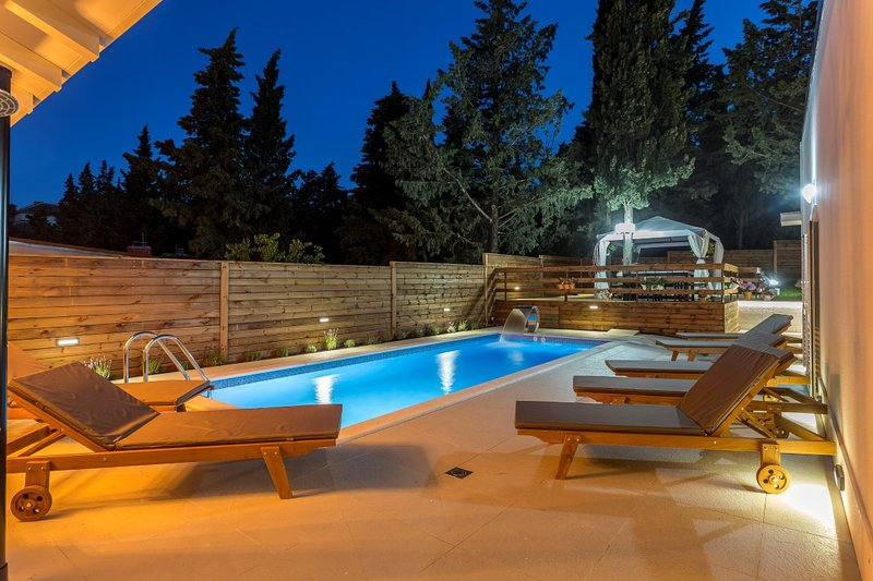 Villa Silver Split – Luxurious villa with pool near center of Split, holiday rental in Split