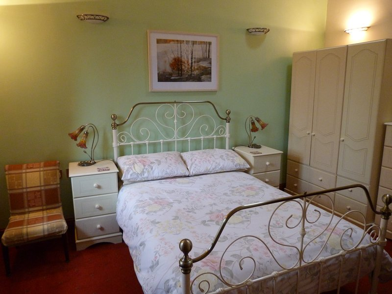 Großer Doppel en-suite Schlafzimmer.
