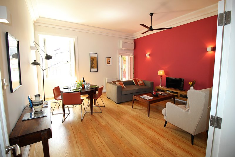 NEW: Inglesinhos - Fantastic 1 bedroom apartment in the Center, holiday rental in Lisbon