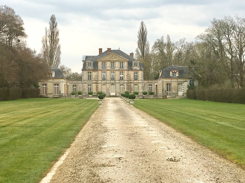 Nandy Castle is 4.6 km from the rental.
