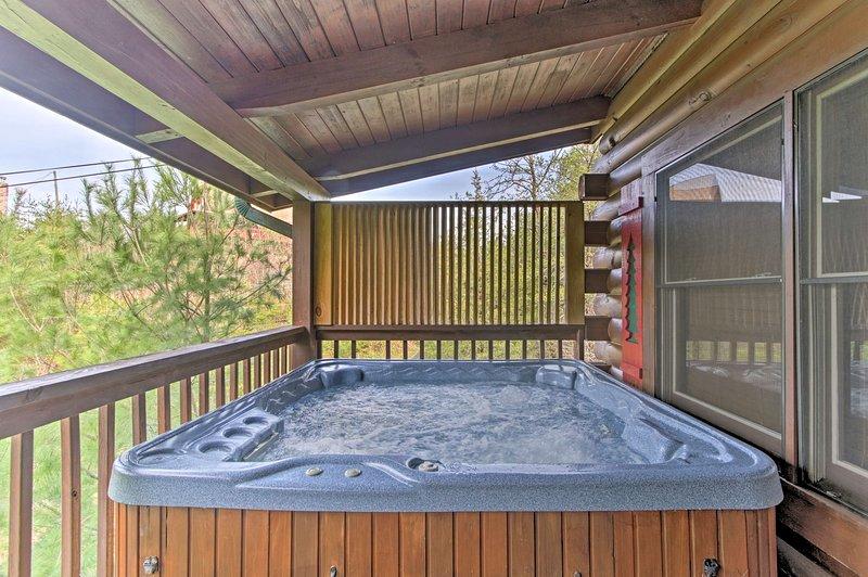 'Huckleberry Holler' dispone di 2 camere da letto, 2 bagni e si trova a Sevierville.