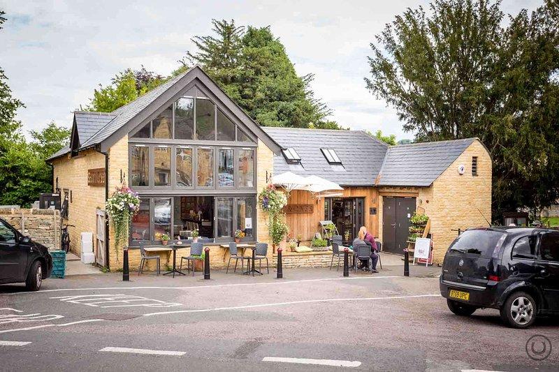 Blockley tiene una tienda propiedad de la comunidad bien considerado y cafetería
