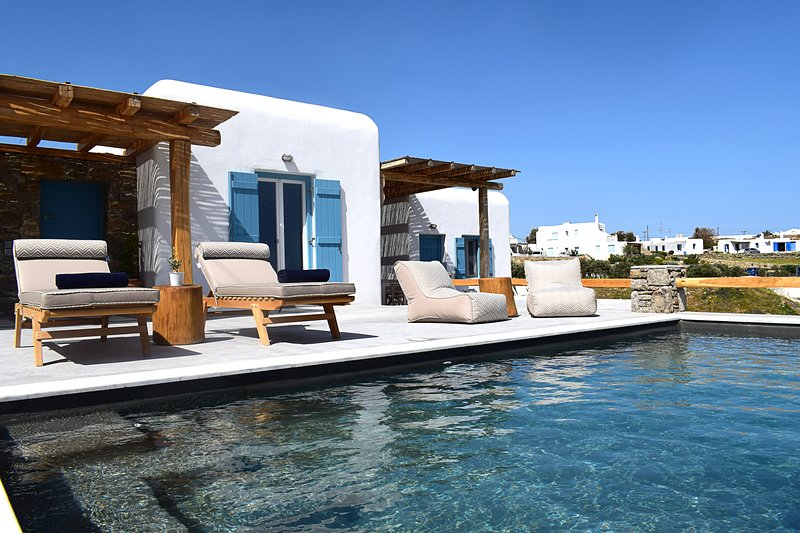 Livadi House Mykonos | Private Villa With Heated Pool, holiday rental in Kalo Livadi