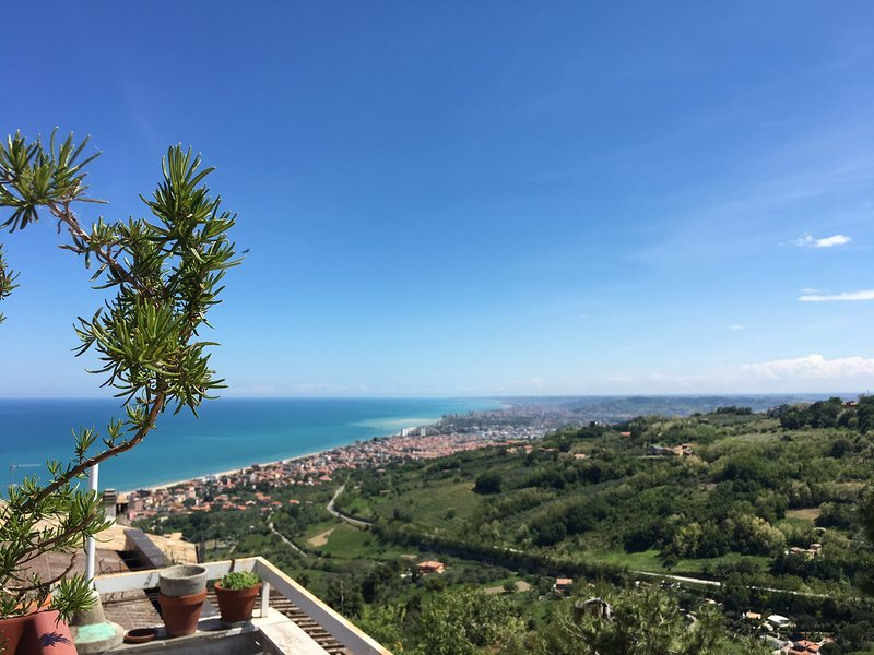 """""""Casetta Tonino"""" 2 b/r vacation home in Italy, holiday rental in Torre di Cerrano"""