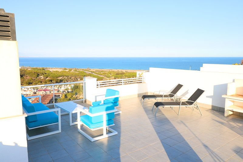 Big Luxury apartment with fantastic sea view, solarium, heated pool and jacuzzis, holiday rental in Gran Alacant
