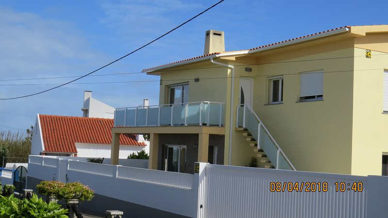 housing apartment with sea view in Santa Cruz Beaches 5 minutes walk to the beach.