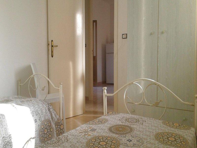 Nice apt near the beach & balcony, holiday rental in Torre Pali