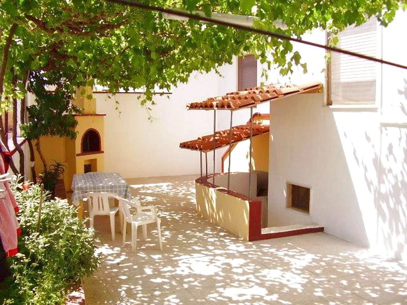 Nice apt near the beach & terrace, holiday rental in Torre Pali