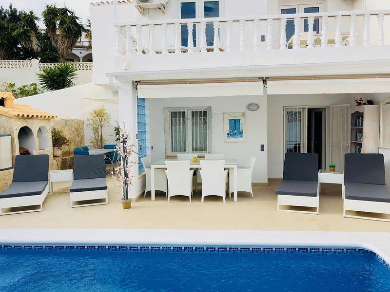 Villa with Private Pool and Sea Views !, Ferienwohnung in Peniscola