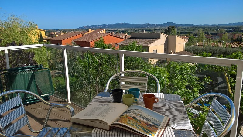 Apartamento con jardin y piscina privada, vacation rental in Torroella de Montgri