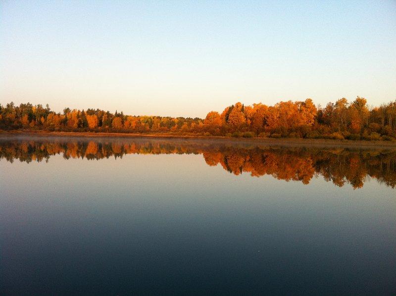 Un lago per la pesca poco per pagaiare in giro per la barca canoe o riga.