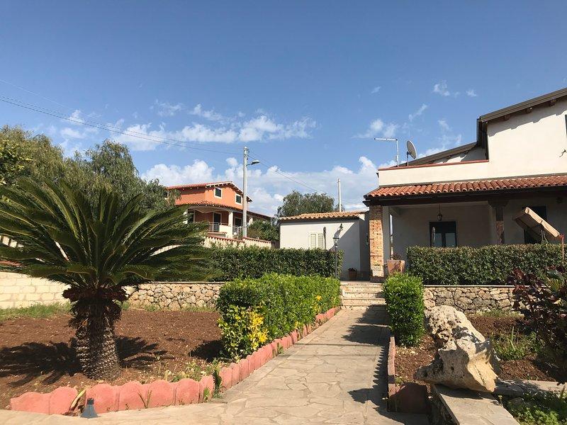 Nice apt with sea view & balcony, alquiler vacacional en Lido di Noto
