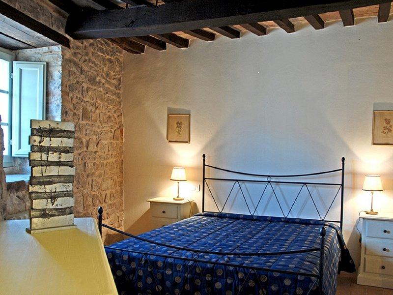 Nice house in Izzalini & Wifi, Ferienwohnung in Romazzano