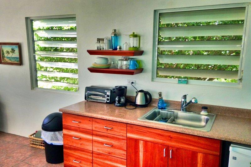 Casita Azul kitchenette