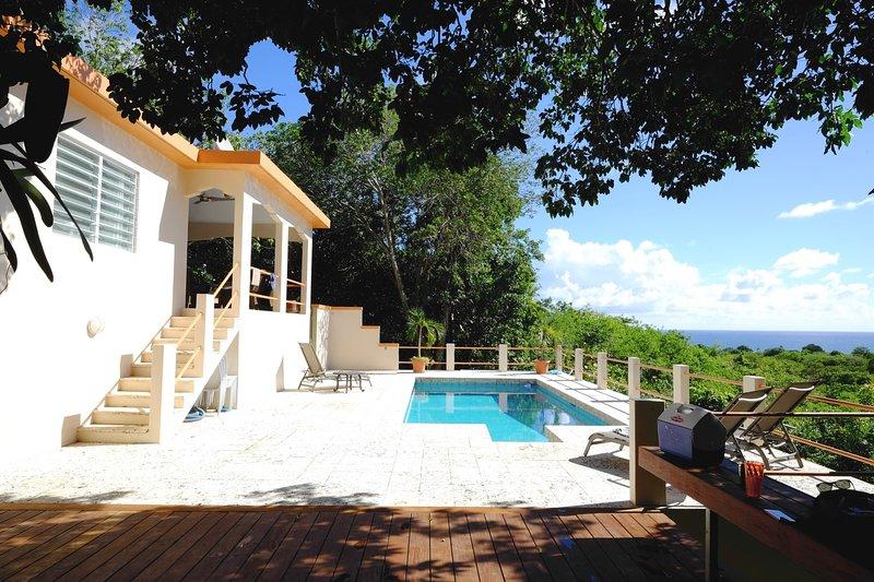 A pocos pasos de la piscina en Casa Limón