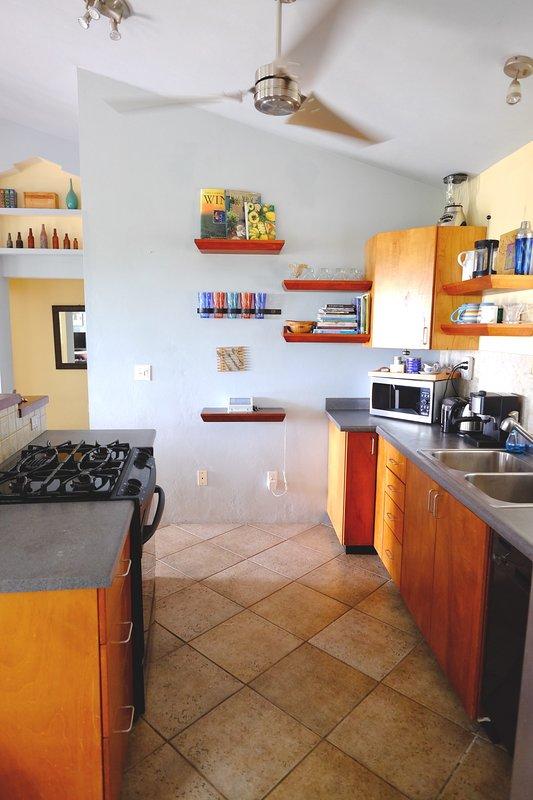 Cocinar un poco la cocina del Caribe con todas las comodidades que necesita en la cocina llena de Casa Limón
