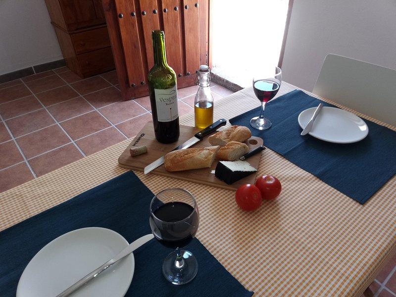 Casa la Cabra - Apt 1, (Moclin) Granada, alquiler vacacional en Moclín