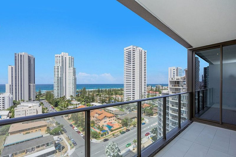 Heart of Broadbeach 2 Bedroom Oceanfront Suites, vacation rental in Burleigh Waters