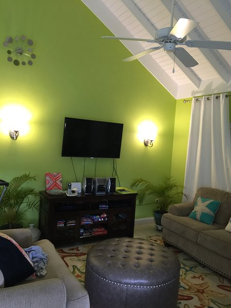 Come share our -bedroom, 2-bath villa with TV/AC fully furnished, holiday rental in Priory