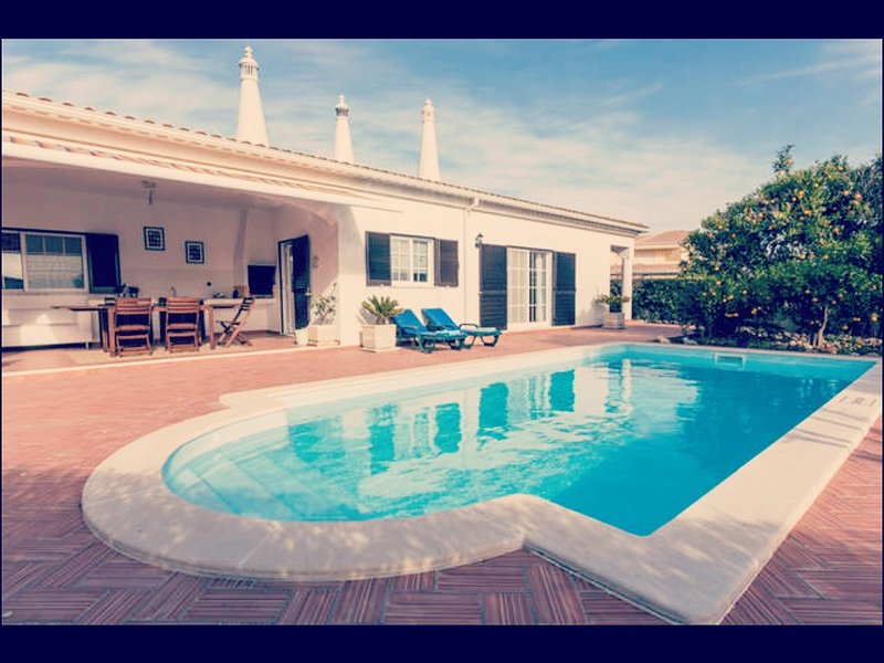 Villa to rent in Porches - Algarve, aluguéis de temporada em Porches