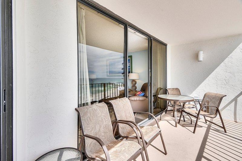 Edgewater Beach Resort 1009-2-Balcony with Seating