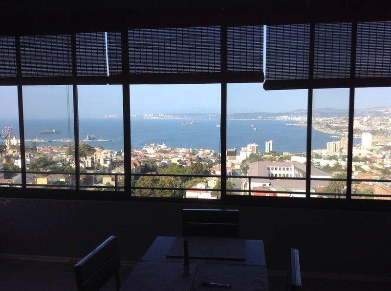 Captivating view at Cerro Alegre Valparaíso, alquiler de vacaciones en Valparaiso