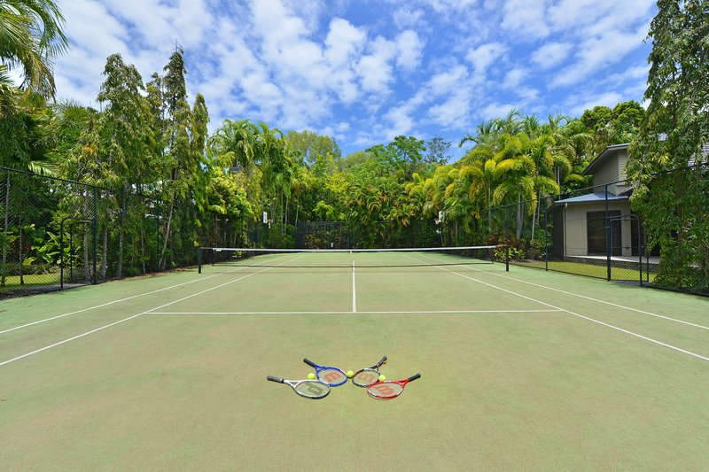 Meruyla | Luxury Beachfront House, vacation rental in Port Douglas