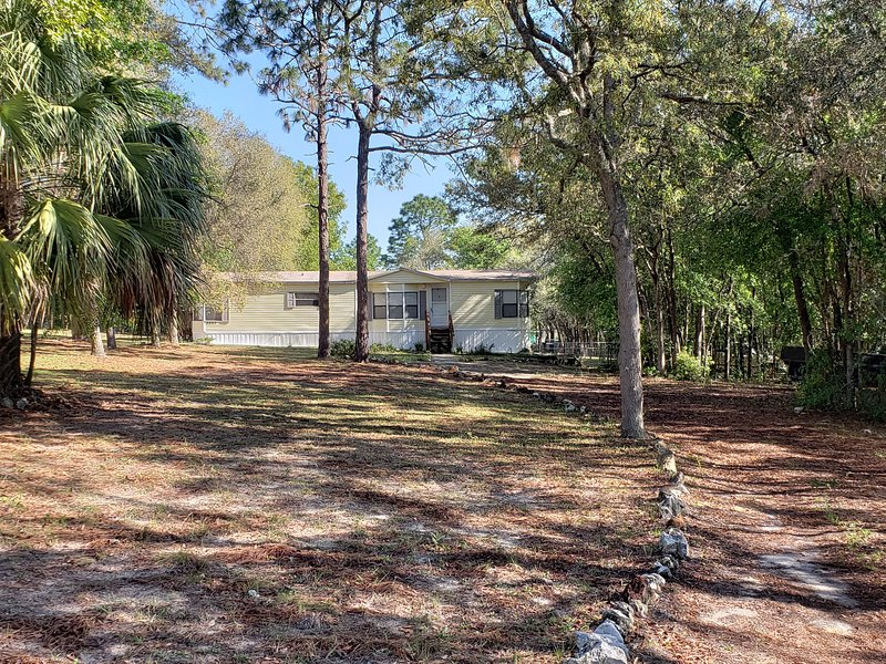 SPACIOUS, COZY, Florida Country Living, Peaceful, Free parking for boat trailer, holiday rental in Citrus Hills