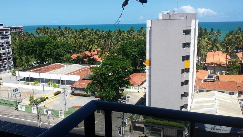 Varanda do apartamento com vista para o Mar.   ( balcony of the apartment overlooking the sea)