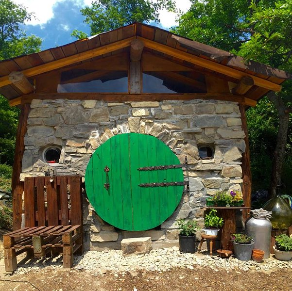 Hobbit House in Italy, vacation rental in Baiso