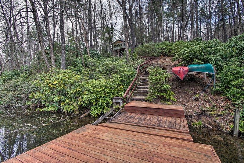 Um retiro tranquilo aguarda nesta casa de aluguer de férias Sapphire em Hogback Lake!