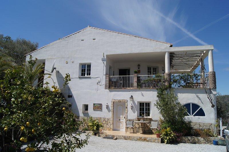 Casa Stork met uitzicht op de bergen., holiday rental in Archez