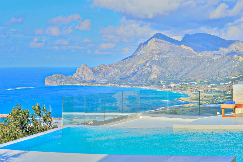 Luxury, heated pool, contemporary design, awesome sea view, holiday rental in Falassarna