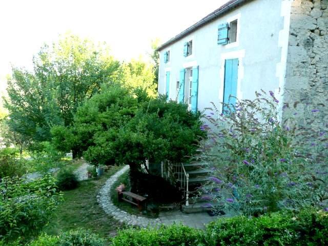 Magnifique maison d'artiste, vacation rental in Lot-et-Garonne