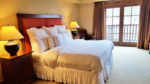 Lodge King Hotel Room 312 | Tamarack Resort, holiday rental in Donnelly